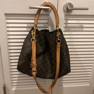Louis Vuitton Bags - SOLD Louis Vuitton Artsy MM